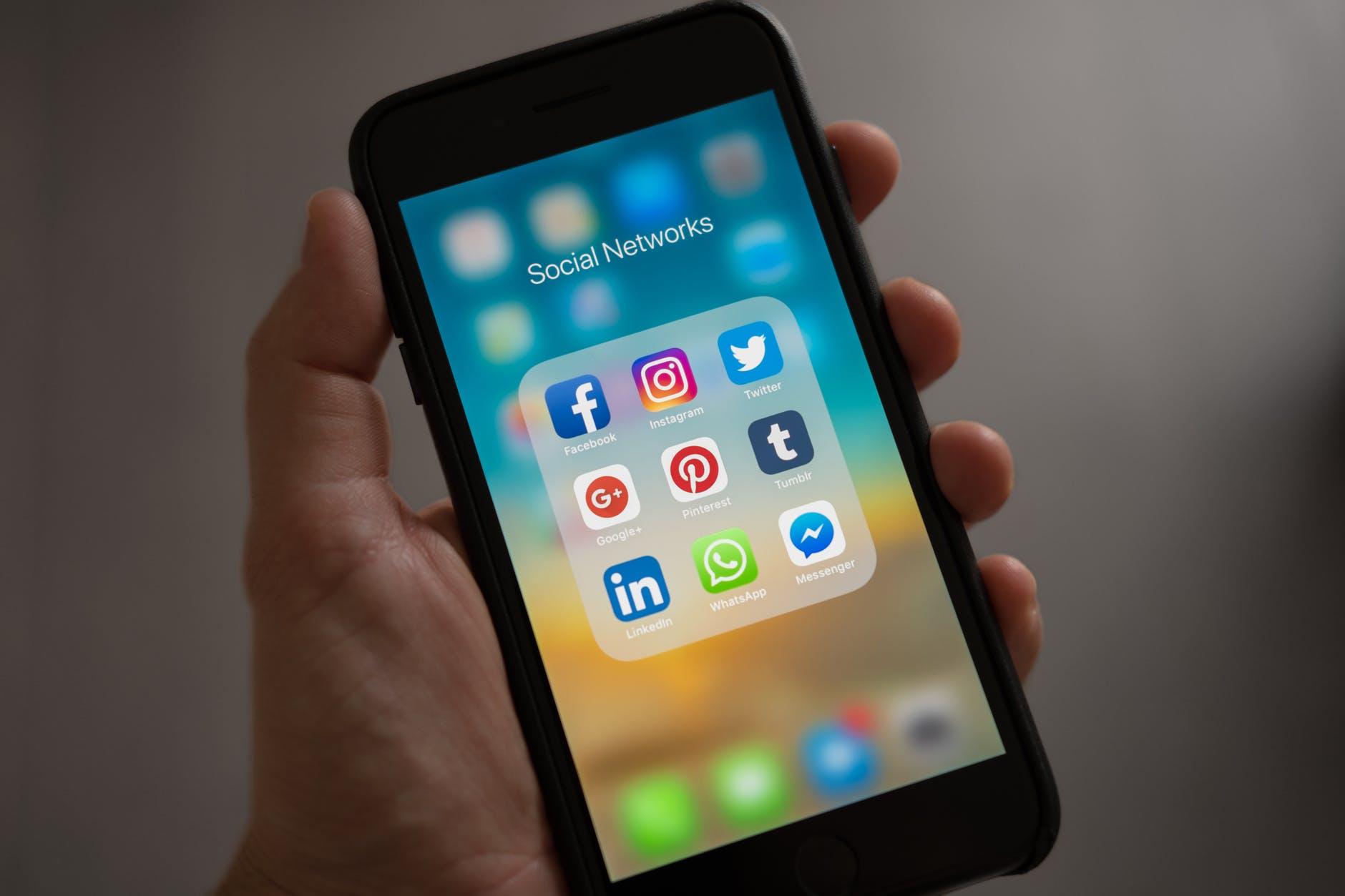 Concevoir une stratégie social media efficace avec la méthode TOMSTER.